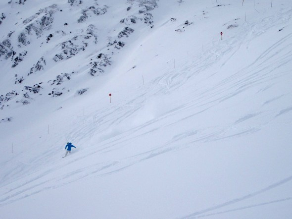 A rider enjoys a great powder run in Saddleback this morning